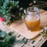 Dlaczego warto dodać miód do maseczki i herbaty?