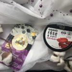 Peeling do ciała: solny perłowa róża z Organic Shop i pestki maliny z Bania Agafia
