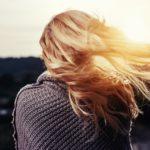 Wypadanie włosów – jakie są przyczyny? Jak z nim walczyć?