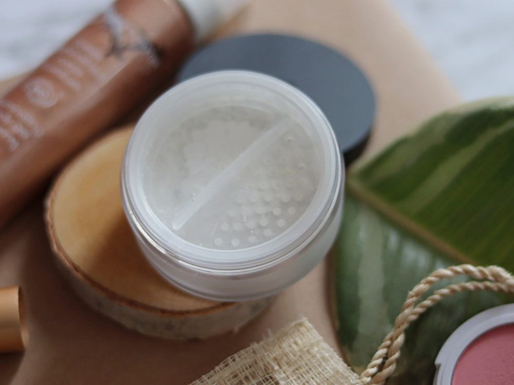 puder mineralny Lily Lolo